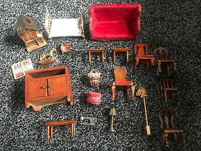 Bundle Of 19 Vintage Wooden & Metal Dolls House Furniture