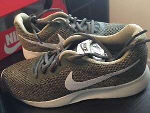Brand new Men's Nike size 9 shoes