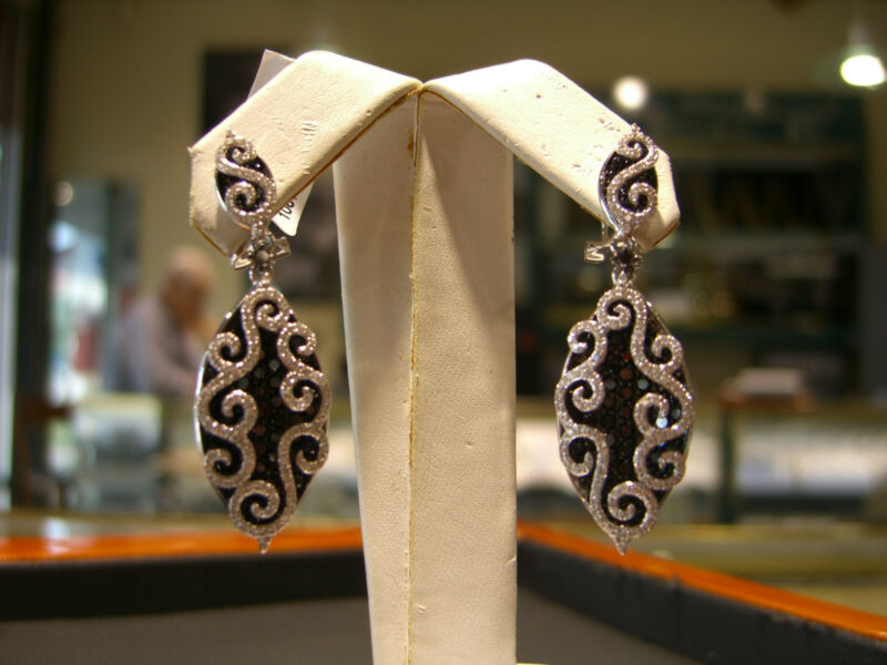 Fine White And Blakc Diamond Estate Earrings 5.00 Carats 18 Karat White Gold!