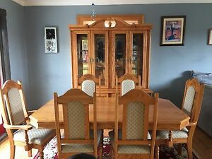 Buffet/hutch and Table set