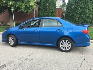 2010 Toyota Corolla S – 5 speed, sunroof!