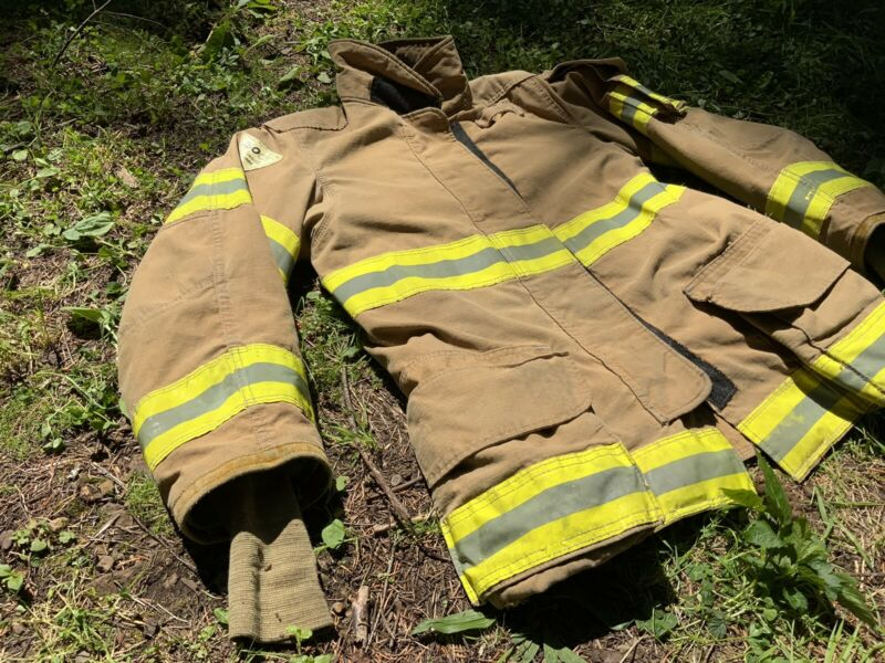 Lion Janesville Firefighter Turnout Bunker Gear Jacket 38 32 R (3991)
