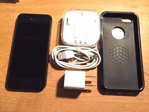 iPhone 5 - 32 gb - Bell or Virgin Mobile