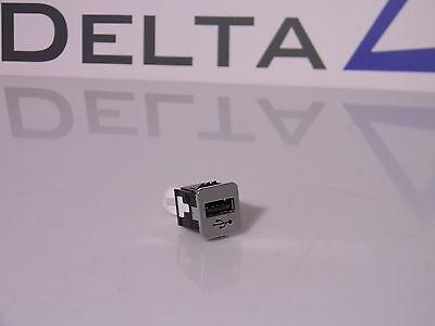 Gebraucht, BMW USB Buchse Schaltbar Adapter 84109368857 / 9368857 gebraucht kaufen  Versand nach Germany