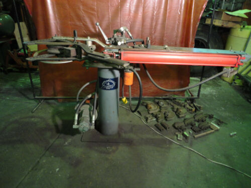 HOSSFELD BENDER, HYDRAULIC OPERATION, RARE, WITH DIES, EXCELLENT CONDITION.