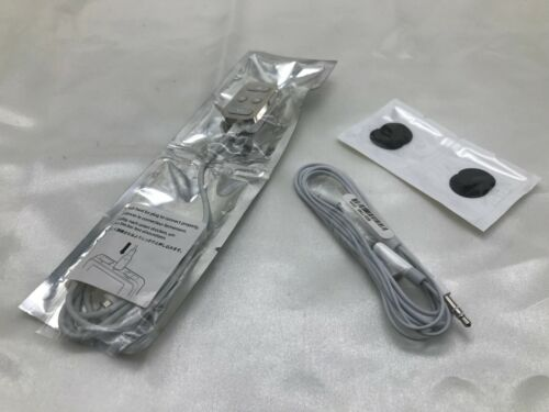 Classic Apple iPod 1st and 2nd generation remote M8751G/A and earphones A-1