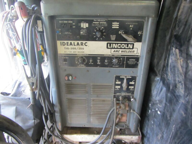 LINCOLN IDEALARC 300/300 WELDER (LOCAL PICK UP ONLY!)