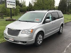 2009 Chrysler Town and Country - Limited Edition - DVD, NAV