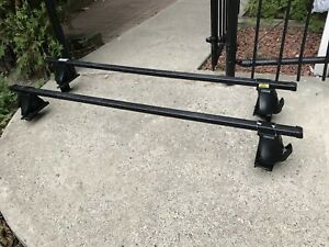 "Thule 400XT Roof Rack with 48"" Square Crossbars and Locks"