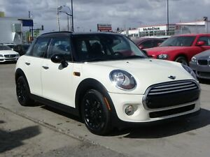 2015 Mini 5 Door Cooper 1.3L TURBO|LEATHER|PANO-ROOF