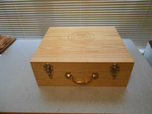 TOYOTA PRESIDENT AWARD WINE LIQUOR CRATE BOX SUITCASE ADVERTISING 2012
