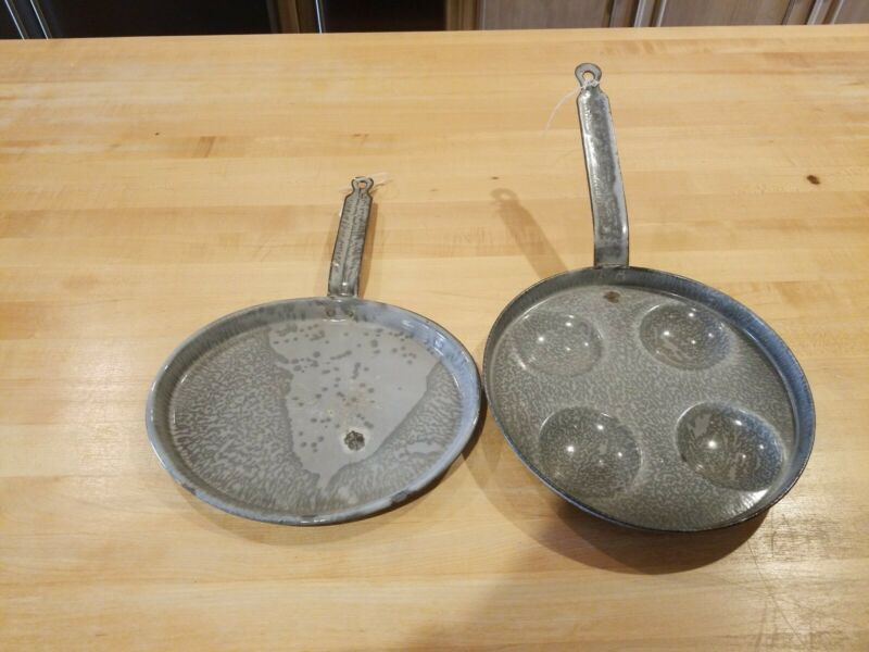 VINTAGE GRAY GRANITEWARE GRIDDLE & 4 EYE EGG PAN