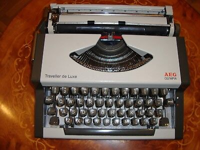 Maquina escribir portátil Olympia. ModeloTraveller de luxe.Vintage años 70