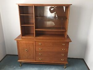 China Cabinet / Buffet with Hutch