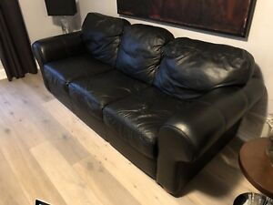 BLACK LEATHER QUEEN PULLOUT SOFA