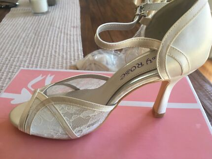 Bridal Shoes NEW Size 38 75