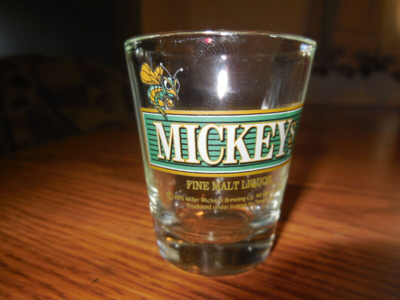 (VTG) MICKEYS MALT LIQUOR BEER SHOT GLASS WITH THE BEE BAR GAME ROOM MAN CAVE