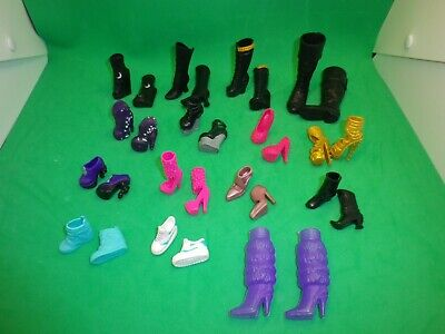 Zubehör für Puppen: 15 Paar Schuhe für Monster High und evtl. andere