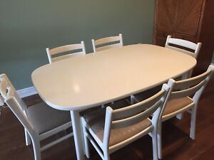 Solid wood white lacquered table with 6 chairs