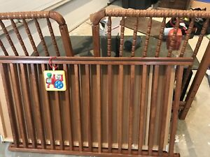 Baby crib converts to toddler bed