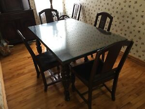 Table chaises buffets antique