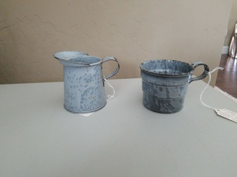 2 GRAY GRANITEWARE MEASURES WITH HANDLES