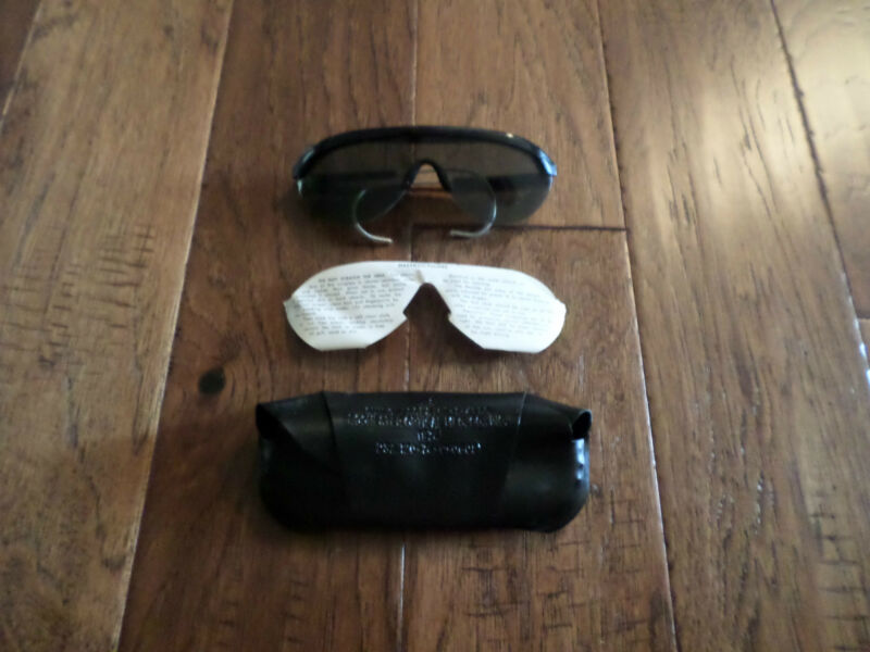 U.S MILITARY VIETNAM ISSUE SUNGLASSES WITH CASE DATED 1974 NEW UNISSUED