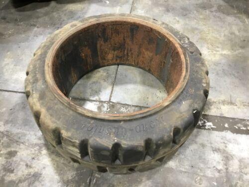 18x7x12 1/8 Monarch Forklift Tire Solid Press On #T303E16PR6