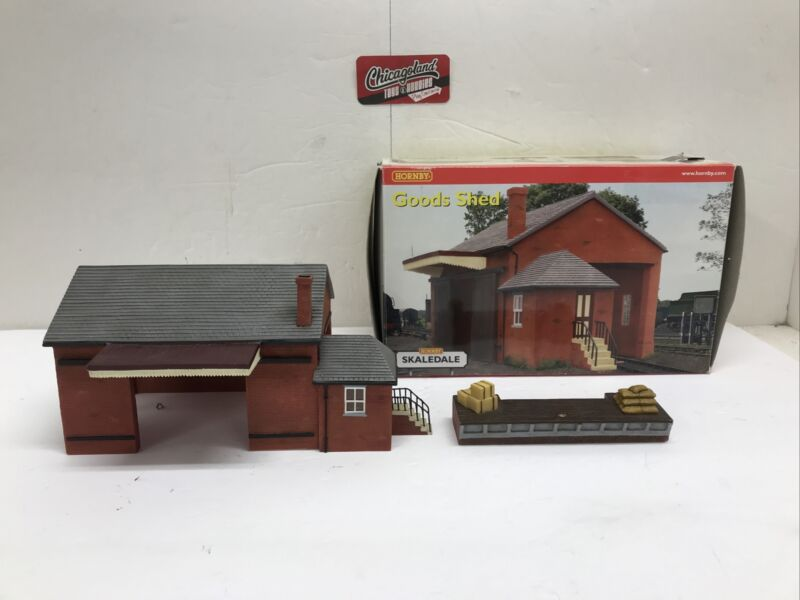 Hornby Skaledale R8582 & R8605 OO Goods Shed & Loading Stage/Crane