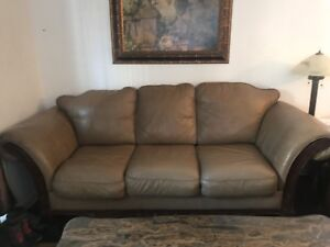 Leather couches / cuir / sofa