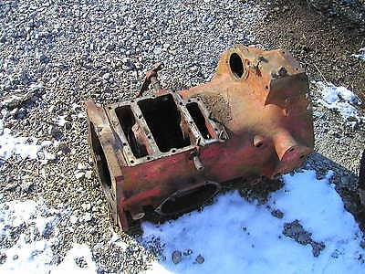 Farmall 340 Utility Tractor Transmission Houseing Case