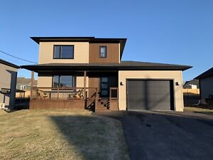 Modern House for sale! 4 bedroom 2.5 baths 1 1/2 years old