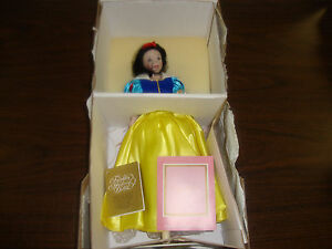 Snow-White-Doll-Franklin-Mint-Heirloom-Dolls-Porcelain-1st-Edition-COA