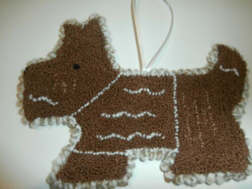 "PUNCH NEEDLE ""GINGERBREAD SCOTTIE"" COOKIE SHAPED ""CHRISTMAS"" ORNAMENT HANGER"