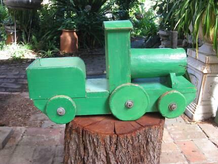 VINTAGE Wooden Toy Train Engine - Green (Heavy) Metal Axles