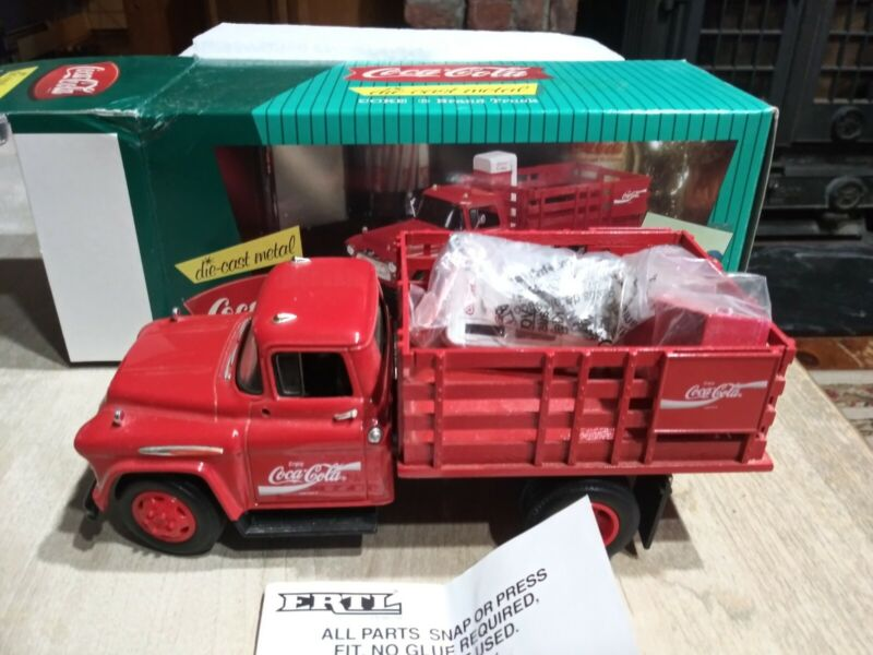 1996 Coca-Cola Die-Cast Stake Truck with Vending Machine & Dolly Cart ERTL NEW