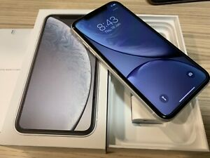 iPhone XR 64GB white, very clean phone