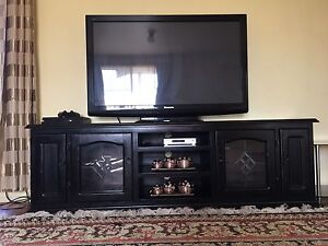 TV UNIT + FREE SIDE GLASS TABLES Rosemeadow Campbelltown Area Preview