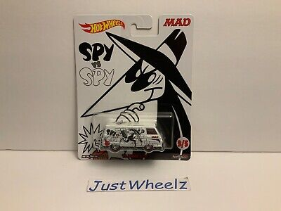 "Hot Wheels 2017 Pop Culture ""Mad Magazine"" White '66 Dodge A100 w/ Real Riders"