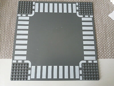 LEGO Straight & Crossroad Plates Baseplate, Road 32 x 32  year 2005 town city