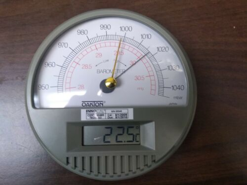 Oakton 03316-80 Barometer with Digital Thermometer