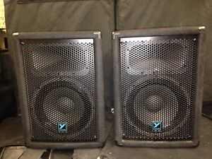 A pair of used yorkville yx10 passive speakers