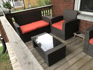 Perfect condition 4 piece wicker patio set outdoor furniture