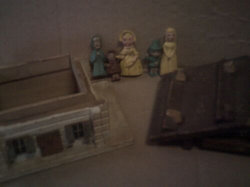 Vintage Wood House W/Tiny Doll Family of 6  People Dollhouse Toy Play Nursery