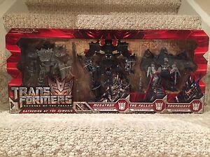Transformers ROTF Gathering at the Nemesis Toys R Us Exclusive