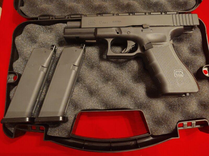 GLOCK 17 GEN4 BLOWBACK BB Co2 GUN PISTOL 2 Mags Lockable Case New, never fired.