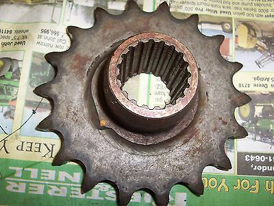 New Idea Corn Picker 324-325 - 302276 18 Tooth Snapping Roll Drive Sprocket