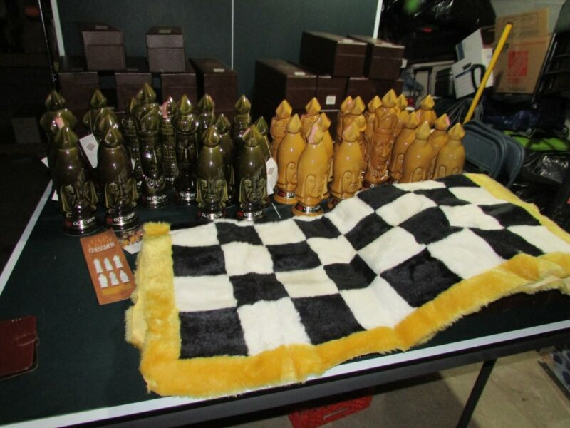 Vintage Old Crow Decanter Chess Set w/rug complete 32pc all empty with boxes HTF