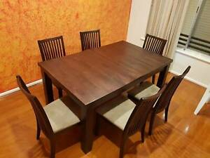 Extendable Wooden Dinning Table with 6 chairs