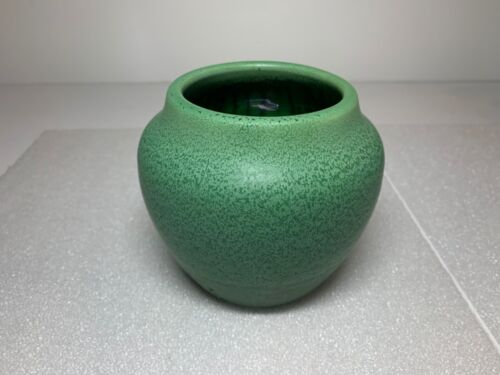 Hampshire Art Pottery Mottled Speckled Arts and Crafts Green Vase 54 / 1
